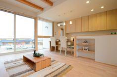 O-T house: フローリングは樺の無垢材をアウロワックスで仕上げました。温かみのある木質感が足下から伝わります。