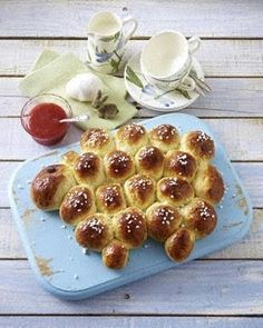 Brötchen-Frühstückslamm zu kaltgerührter Erdbeerkonfitüre Rezept