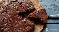 La torta vegana cioccolato fondente e mele è un dolce speciale, aromatizzato e con il cioccolato che i più golosi apprezzeranno.