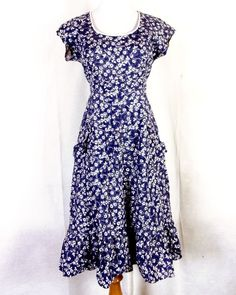 vtg Blue White Tiny Floral A-Line Dress Tie Off Sleeveless talon Prairie 13 70s Mode, Floral Patterns, Tie Dress, 70s Fashion, Short Sleeve Dresses, Blue And White, Curve Dresses, Floral Prints, Flower Prints