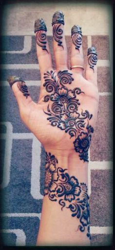 The best part about mehndi is its unique designs . Arabic mehndi designs 2016 are acquiring level of popularity among girls and women who's husbands like mehndi :) . Arabic mehndi designs 2016 are different from Pakistani designs. Henna Hand Designs, Henna Tattoo Designs, Beautiful Henna Designs, Arabic Mehndi Designs, Mehandi Designs, Mehndi Tattoo, Henna Tatoos, Mandala Tattoo, Body Art Tattoos