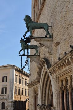 Il Grifo ed il Leone sul palazzo dei Priori, Perugia Perugia Italy, Umbria Italy, Tuscany, Italy Trip, Italy Travel, Regions Of Italy, Sicilian, Roman Empire, Great View