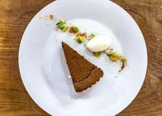This chocolate tart with yuzu gel is rich and decadent. You can have it cooked or set, it's up to you! Either way it tastes amazing! Dessert Cake Recipes, No Cook Desserts, Baked Beans, Melting Chocolate, A Food, Food Processor Recipes, James Martin, Bakery, Cooking Recipes