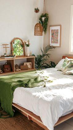 Sage Green Bedroom, Green Bedroom Decor, Bedroom Decor For Small Rooms, Living Room Decor Cozy, Room Design Bedroom, Room Ideas Bedroom, Home Decor Bedroom, Green Bedrooms, Green Bedding