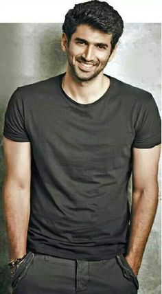 Aditya Roy Kapoor Indian Celebrities, Bollywood Celebrities, Actors Male, Actors & Actresses, Hair Men Style, Beard Style, Indiana, Roy Kapoor, Indian Men Fashion