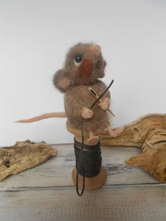 Mouse on a wooden spool - needle felted mouse - handmade decor #Woodenspools