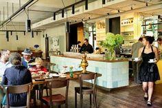Heitere Gelassenheit: Die Stimmung im Café ANSARI ist so, wie man sich die Welt wünschen möchte. Praterstrasse 15, Feiertag = Ruhetag