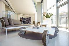 Proposta di salotto con poltrona Swinge tavolino Wheel www.staygreen.it