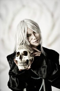 Awesome Undertaker cosplay!! :o  {Cosplayer: unknown}