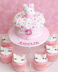 Hello Kitty birthday cake and cupcakes Hello Kitty Torte, Bolo Da Hello Kitty, Hello Kitty Birthday Cake, Birthday Cake Girls, Hello Kitty Cupcakes, Birthday Cakes, Birthday Parties, Happy Birthday, Pretty Cakes