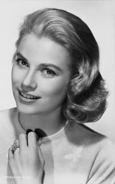 We're obsessed with this video tutorial: how to get Grace Kelly's perfectly coiffed hair without a trip to the salon! #GraceKelly #classic #hairhowto