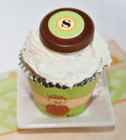 Tasty muffin ideas with personalized chocolates for baby showers and birthday parties.
