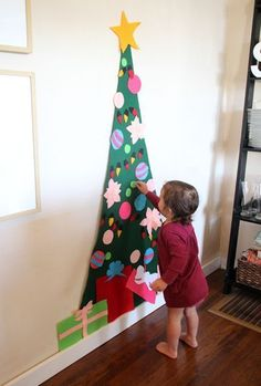 7 Toddler-Friendly DIY Christmas Trees - felt tree by hannahmnt Christmas Trees For Kids, Christmas Crafts For Toddlers, Toddler Christmas, Christmas Activities, Felt Christmas, Christmas Projects, Christmas Tree Decorations, Holiday Crafts, Christmas Holidays