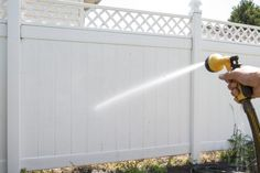 How to Clean a White Vinyl Fence (with Pictures) | eHow