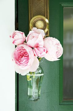 A Country Farmhouse: English Roses