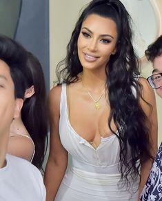 Kim Kardashian Kim Kardashian # Street # Mode Women's Bomber Jackets: Sleek and Comfy! Women's bombe Kim Kardashian Pregnant, Kim Kardashian Show, Kardashian Photos, Kardashian Style, Kardashian Jenner, Khloe Kardashian Hair Short, Kardashian Fashion, Kylie Jenner, Kendall Jenner Outfits