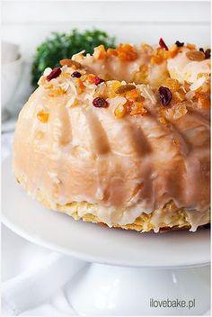 Kolejny niesamowity przepis na babkę inspirowany recepturą na ciasto drożdżowe Agnieszki Kręglickiej. Babka drożdżowa wyszła lekka jak puch, dosłownie. Polish Desserts, Polish Recipes, No Bake Desserts, My Favorite Food, Favorite Recipes, Poland Food, Easy Blueberry Muffins, Healthy Cake, Easter Recipes