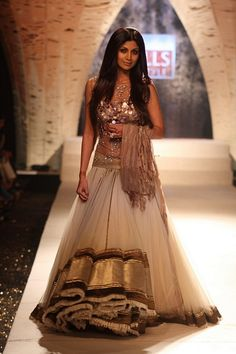 I always love Shilpa's catwalk outfits. Very inspiring.