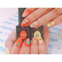 🍊🍊🍊 マイブームカラーのオレンジに挑戦❤︎ クラッシュシェル✖️ターコイズも手に入ったので活用❤︎ 🙈🙈🙈 owner page▷ @shuluck  search▷#ピクシーネイル  #スタッズ #セルフネイル #ネイルアート #トライアングル #ターコイズ #クラッシュシェル #オレンジネイル #ビタミンカラー #nail #selfnail #gelnail #triangle #colorful #art