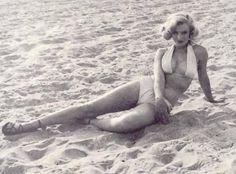 Marilyn Monroe, photo shoot on the beach, 1951