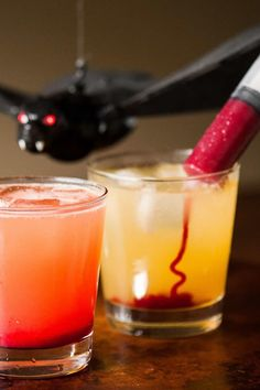 Vampire Cocktail is the perfect spooky Halloween drink. Syringes filled with sweetened raspberry puree look gory, but taste amazing! Halloween Coctails, Easy Halloween Cocktails, Holiday Drinks, Holiday Snacks, Bar Drinks, Cocktail Drinks, Cocktail Recipes, Beverages, Drink Recipes