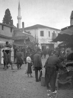 Kapani Market, Thessaloniki, Greece Greece Pictures, Old Pictures, Old Photos, Greek History, In Ancient Times, Thessaloniki, Athens Greece, Urban Photography, Macedonia