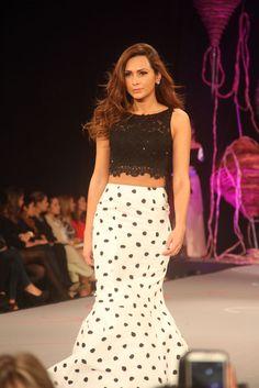 falda y croptop en blanco y negro Bolivia, Lace Skirt, Skirts, Fashion, Ball Dresses, Mermaids, Dressing Rooms, Slip On, Black And White