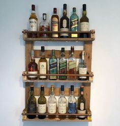 Wine Glass Storage, Wine Glass Holder, Diy Home Bar, Pallet Ideas Easy, Whisky Bar, Wood Shop Projects, Home Bar Designs, Rustic Kitchen Design, Bottle Rack