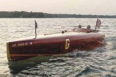 classic race boat