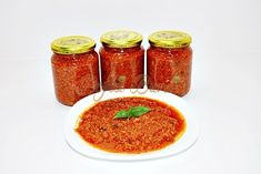 Sos ragu bolognez - reteta originala Bolognese, Hot Sauce Bottles, Pasta Recipes, Salsa, Easy Meals, Canning, Ethnic Recipes, Food, Dinner Ideas