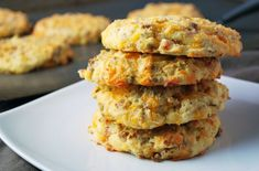 These savory breakfast cookies taste like a hybrid of a cheese biscuit and a frittata, two amazing things married into one savory bite. Peanut Butter Breakfast, Breakfast Cookie Recipe, Breakfast Bread Recipes, Savory Breakfast, Protein Packed Breakfast, Low Carb Breakfast, Weight Watcher Cookies, Savoury Biscuits, Vegan Meal Prep