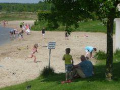 Een van de kleine strandjes aan de Rietplas in Emmen.