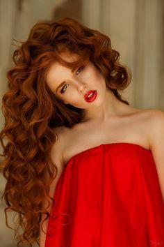 Потрясающие длинные рыжие волосы