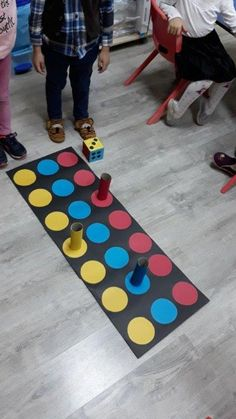 Renk ve sayi Mata twistera jako plansza do gry This Pin was discovered by Ali Gross Motor Activities, Montessori Activities, Indoor Activities, Educational Activities, Preschool Crafts, Toddler Activities, Learning Activities, Preschool Activities, Kids Learning