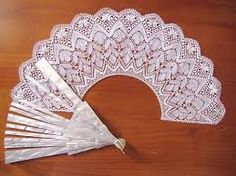 Resultado de imagen para dentelle aux fuseaux New Crafts, Diy And Crafts, Paper Crafts, Food Crafts, Crochet Geek, Knit Or Crochet, Easy Handmade Gifts, Diy Gifts, Bobbin Lace Patterns