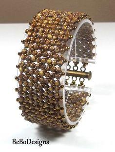 Flat Chenille Bead Woven Bracelet - Seed Bead Bracelet - Brown Caramel Picasso Seed Bead Bracelet(Etsy のBeBoDesignsより) https://www.etsy.com/jp/listing/295035281/flat-chenille-bead-woven-bracelet-seed