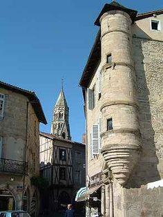 Saint Léonard de Noblat: Clocher de la Collégiale et maisons anciennes, Limousin