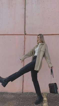 Stylish Winter Outfits, Pretty Outfits, Stylish Outfits, Fall Outfits, Cute Outfits, Rainy Day Outfits, Korean Outfit Street Styles, Fashion Poses, Weekend Outfit