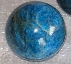 Apatit Crystals And Gemstones, Stones And Crystals, Peridot, Serving Bowls, Topaz, Decorative Bowls, Minerals, Jewels, Tableware