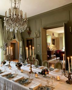 Antique Dining Rooms, French Architecture, Table Set Up, Classic Interior, Tablescapes, Table Settings, Dining Table, Chandelier, Ceiling Lights
