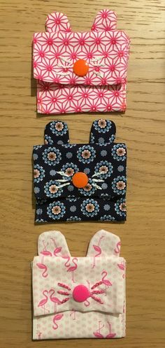 Mini pochette lapin Couture Main, Diy Couture, Fanni Stitch, Marie Claire, Diy Pochette, Mini, Pouch, Arts And Crafts, Knitting