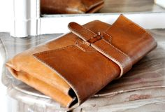 Perfect leather clutch. <3