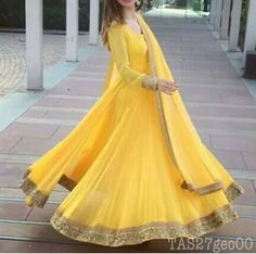 Yellow Bridal Lengha Color Combos New Ideas Bridal Mehndi Dresses, Pakistani Bridal Wear, Pakistani Dress Design, Pakistani Outfits, Indian Outfits, Indian Clothes, Pakistani Mehndi, Wedding Dresses, Dress Indian Style