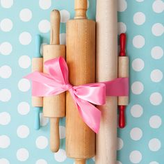 Baking party rolling pins via one charming party Baking Birthday Parties, Baking Party, Birthday Party Themes, Halloween Dessert Table, Halloween Desserts, Party Mottos, Winter Shower, The Joy Of Baking, Vintage Props