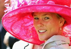 Autumn Phillips, the newest addition to the Royal Family, attended her first Royal Ascot as part of the traditional horse-drawn procession. She wore a large fuchsia hat and grey coat. #Hats #Autumn_Phillips