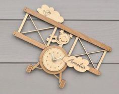 Hölzernen Flugzeug Uhr persönliche Namen Baby Nursery Kinder Flugzeug Thema Wand Dekor junge oder Mädchen