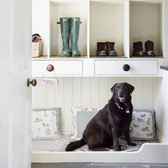 Pet built ins - dog bed in mudroom - home klondike via atticmag Built In Dog Bed, Entry Hallway, Foyer, Entry Nook, Garage Entryway, Dog Rooms, Home And Deco, Built Ins, Mudroom