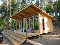 Modern Tiny House, Tiny House Cabin, Tiny House Living, Tiny House Design, Cabin Homes, Small Modern Cabin, Timber Frame Cabin, Timber Frames, Tiny House Movement