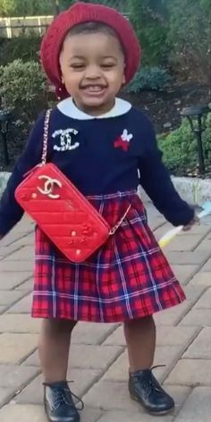 Cutie! Kulture Cephus daughter of Cardi B and Offset. Instagram video wearing a miki house blue and red tartan check dress. Love the Channel pin and red purse. Cute red beret hat. See more adorable Kulture dresses and outfits. Shop celebrity kids clothing. #kulturecardib #cardib #celebritybaby Celebrity Baby Pictures, Celebrity Baby Names, Celebrity Babies, Kids Outfits Girls, Little Girl Outfits, Cardi B Photos, Unique Baby Clothes, Cute Kids Pics, Cute Black Couples