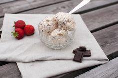 vaniljeis med sjokoladebiter